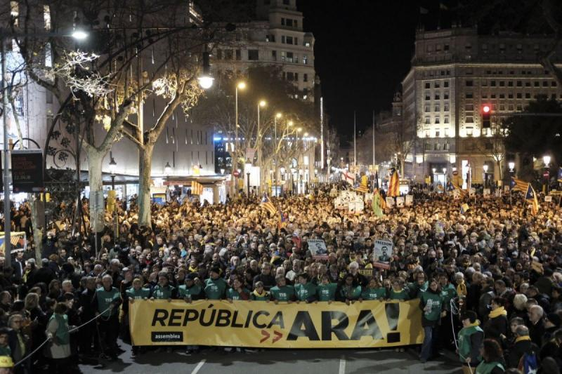 "Barcelona demonstration against jailing of five Catalan leaders: ""Republic Now"""