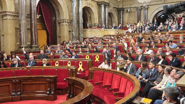 March 28 session of Catalan Parliament, with yellow ribbons on seats of jailed and exiled MPs