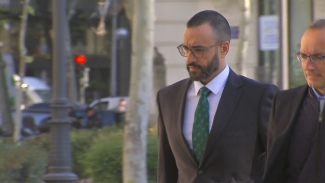 Civil Guard lieutenant Daniel Baena arriving at the Supreme Court. He gave his testimony anonymously