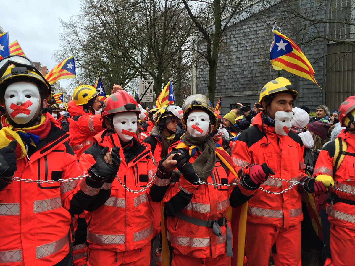 Catalan firefighter contingent at December 7 Brussels demonstration