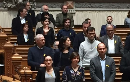 March 29 session, Portuguese parliament: Left Bloc MPs wearing the yellow ribbon in solidarity with Catalan political prisoners