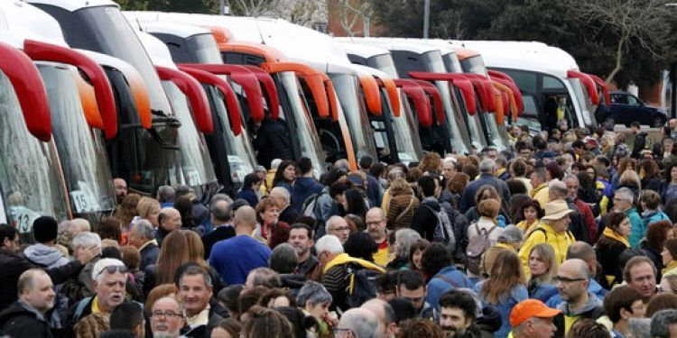 April 15 barcelona demo: buses arriving