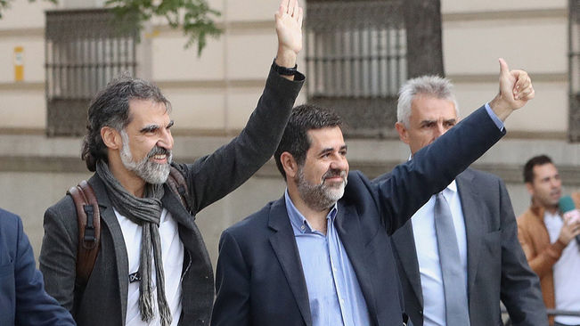 Jordi Sànchez and Jordi Cuixart on the day they entered prison