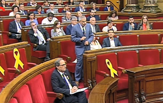 President Quim Torra sits alone in today's session of the Catalan parliament