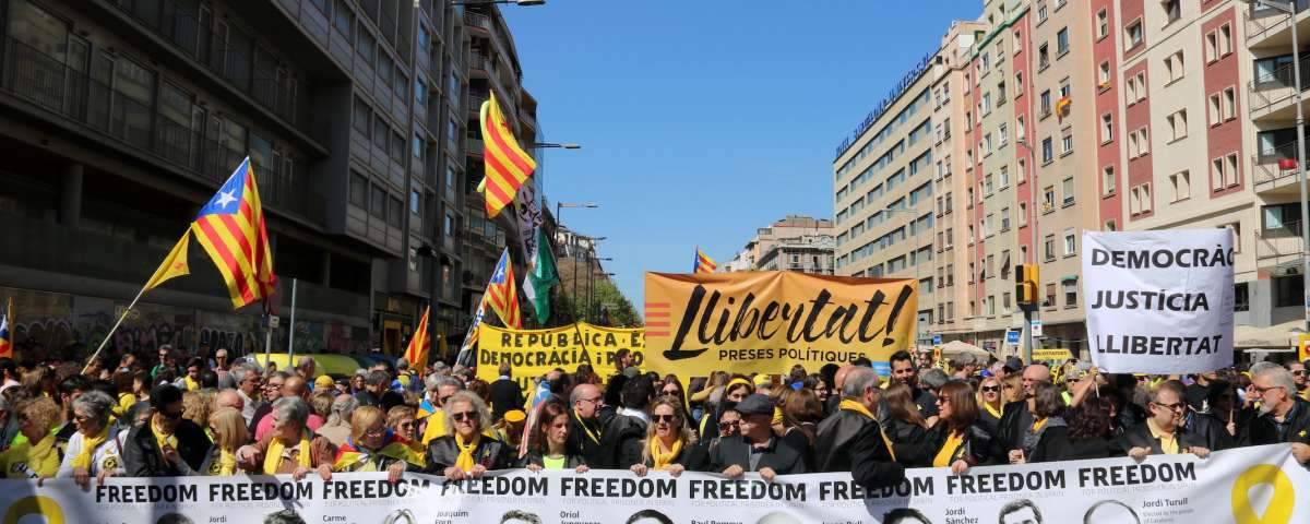 April 15 Barcelona demo: second row of banners