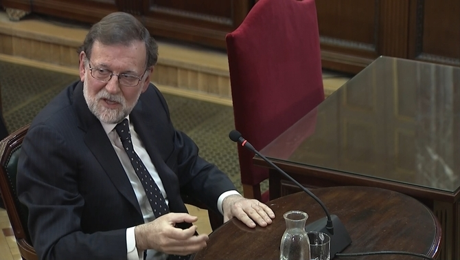Former Spanish prime minister Mariano Rajoy testifying