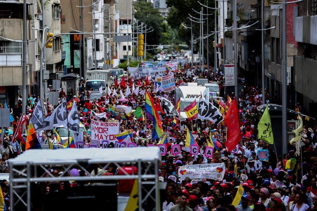 Venezuela: Guaido installs parallel parliament, US threatens more sanctions