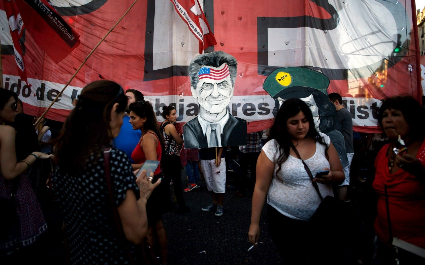 Argentina: Right wins, but radical left makes gains ...