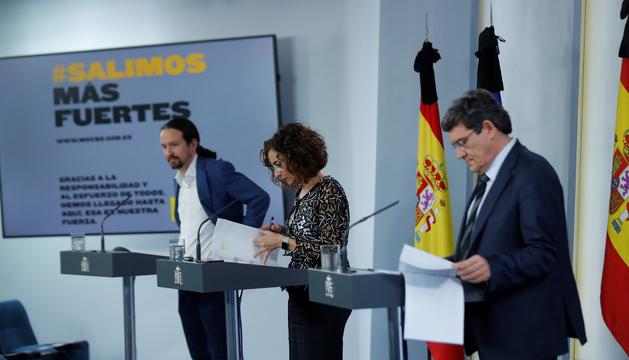Second deputy PM, Pablo Iglesias, Spanish government spokeperson and treasurer María Jesús Monter and social security minister José Luis Escrivá announce the guaranteed minimum income scheme (Credit: EFE