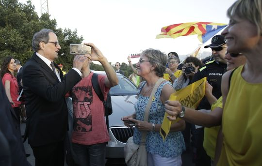 Catalan president Torra addresses crowd greeting Catalan political prisoners at Lledoners jail