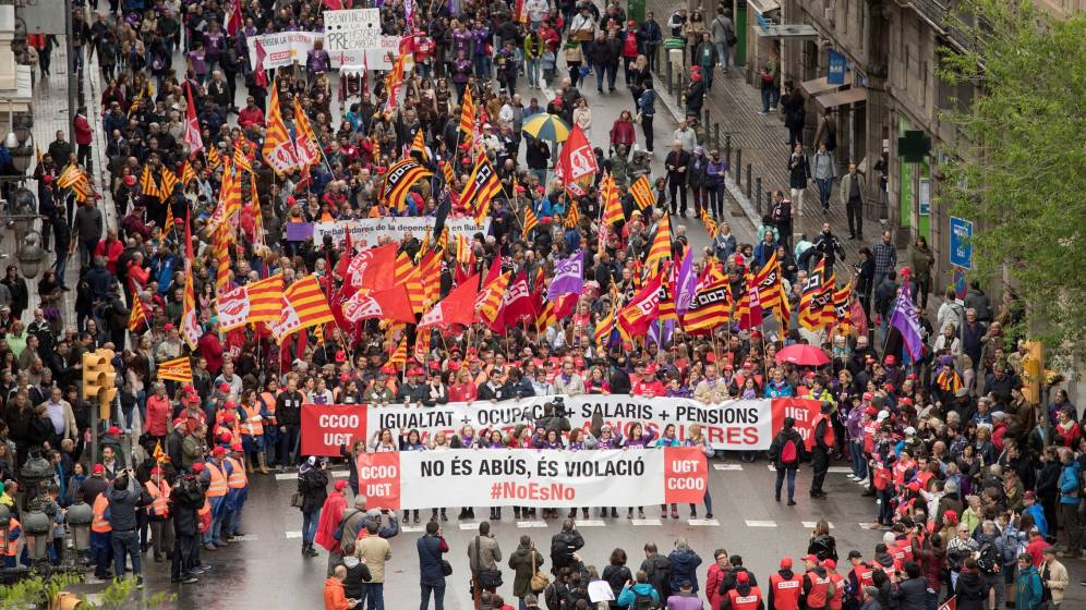 2018 Batcelona May Day, UGT and CCOO, led by banner against violence against women