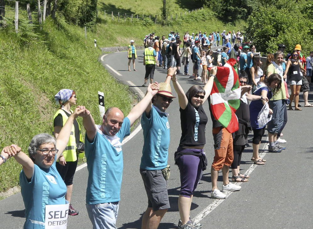 10-06-18 Part of the 100,000 strong human chain linking the capitals of the three provinces of Euskadi