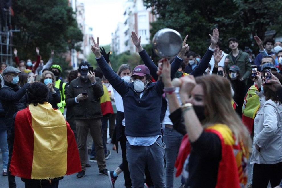 Protest against lockdown in Madrid's wealthy Salamanca neighbourhood (Credit: EFE | Rodrigo Jiménez)