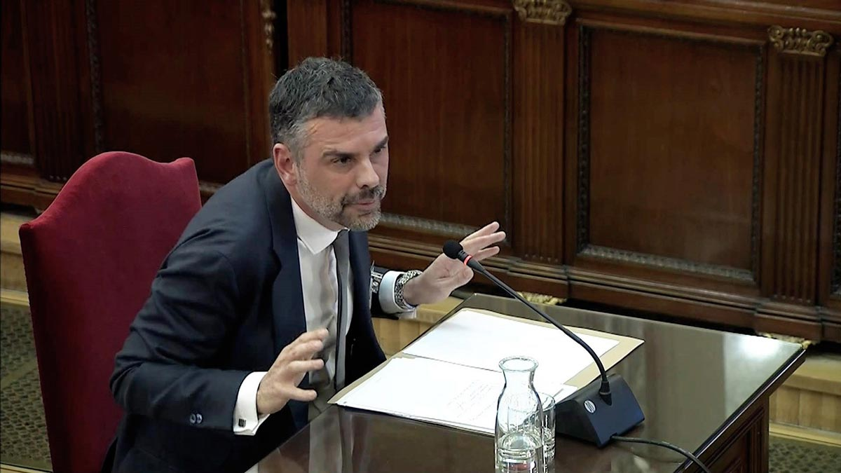 Former Catalan business minister Santi Vila giving evidence