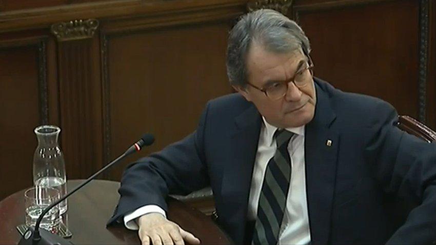 Former Catalan premier Artur Mas testifying