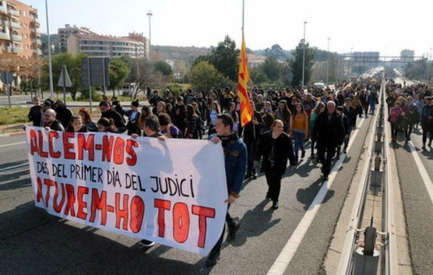 Slow march outside Tarragona stops traffic on the N-240