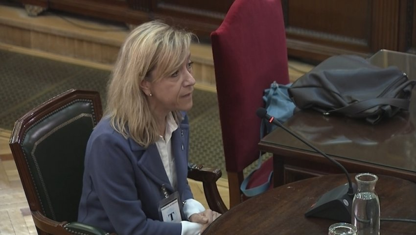 Neus Lloveras, former president of the Association of Municipalities for Independence, giving evidence