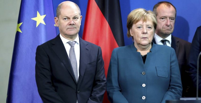 German finance minister Olaf Scholz, with chancellor Angela Merkel (Credit: Cinco Dias)