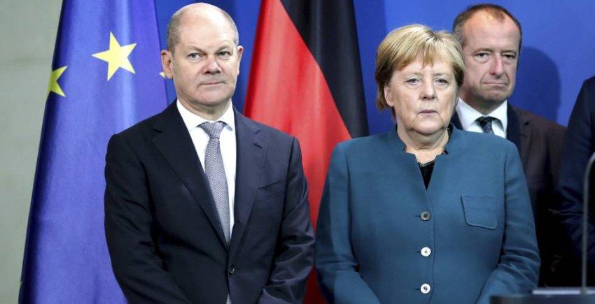 German finance minister Olaf Scholz, with chancellor Angela Merkel (Credit: Cinco Dias)