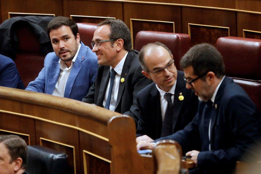 Catalan political prisoner MPs Josep Rull, Jordi Turull and Jordi Sànchez in the Spanish Congress, seated alongside Alberto Garzón of Unidas Podemos (left).
