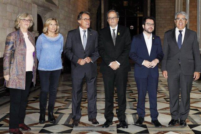 President Quim Torra and vice president Pere Aragonès with Irene Rigau, Joana Ortega, Artur Mas and Francesc Homs. ANDREU DALMAU / EFE