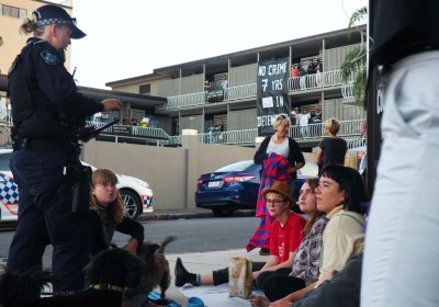 Police harass activists expressing solidarity with refugees