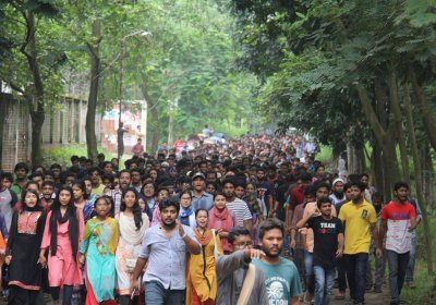 Bangladesh students protest over corrupt and unsafe transport