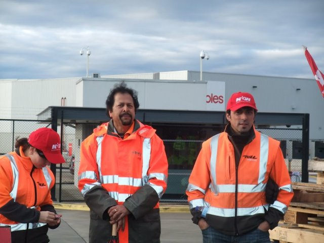 Coles warehouse workers' strike stays strong after first two days