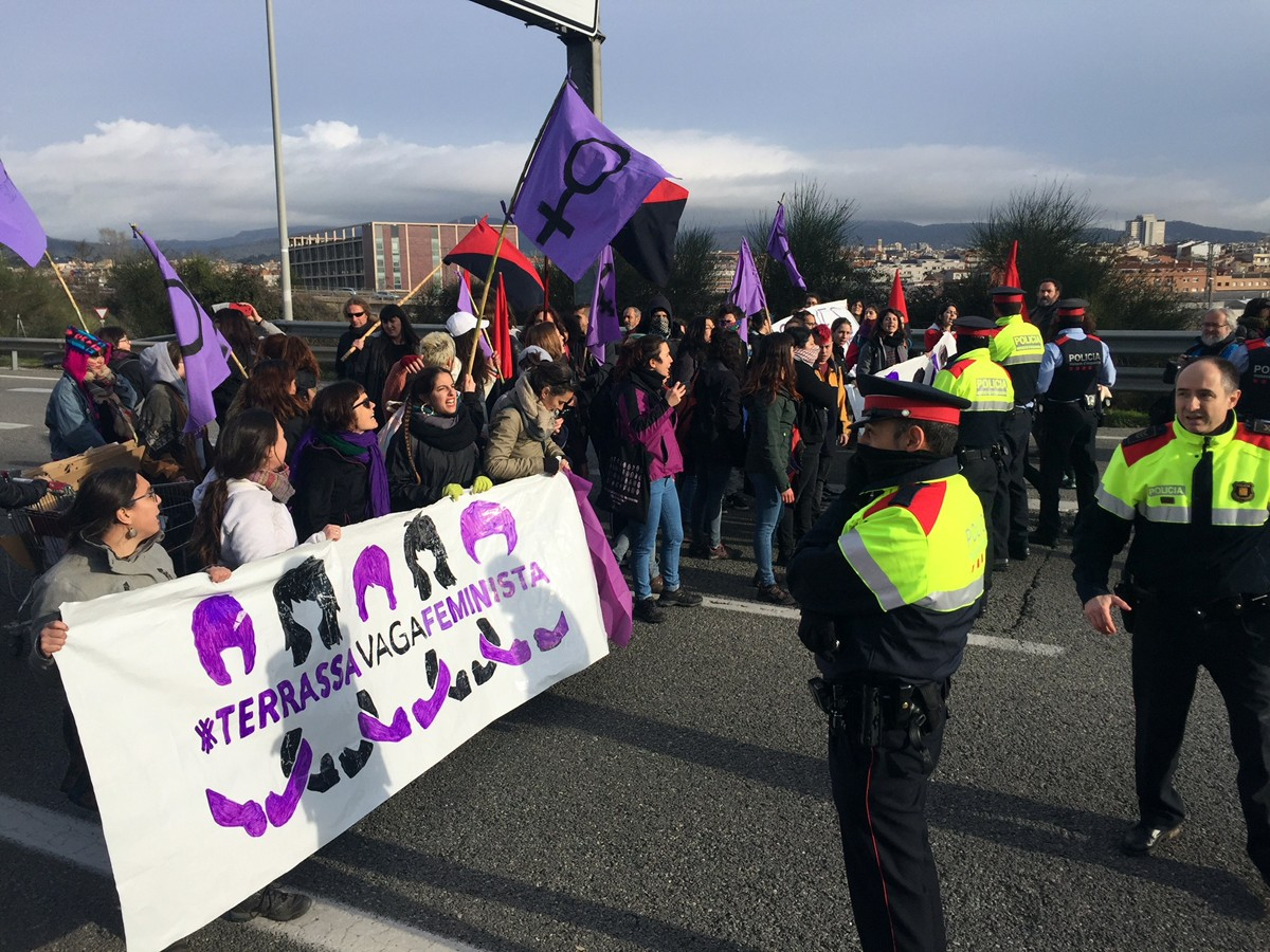 March 8, Terrassa: feminist road block