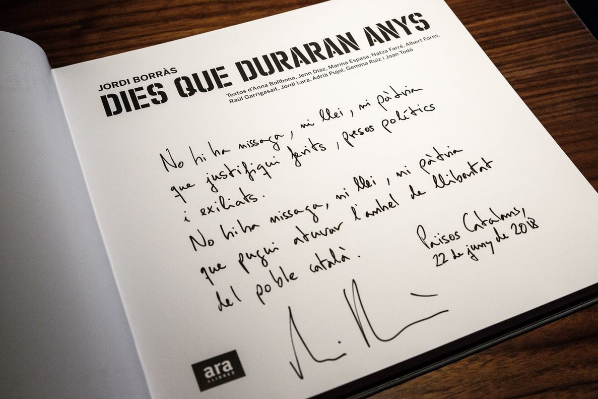 Catalan president Quim Torra's dedication on gift to King Felipe