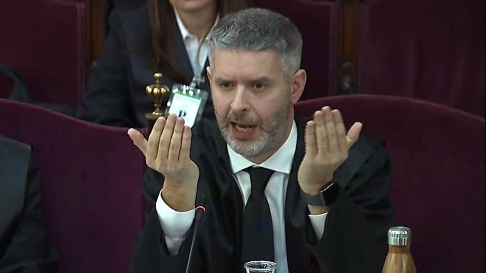Andreu Van den Eynde, defence counsel for Raül Romeva and Oriol Junqueras, cross-examines Pérez de los Cobos
