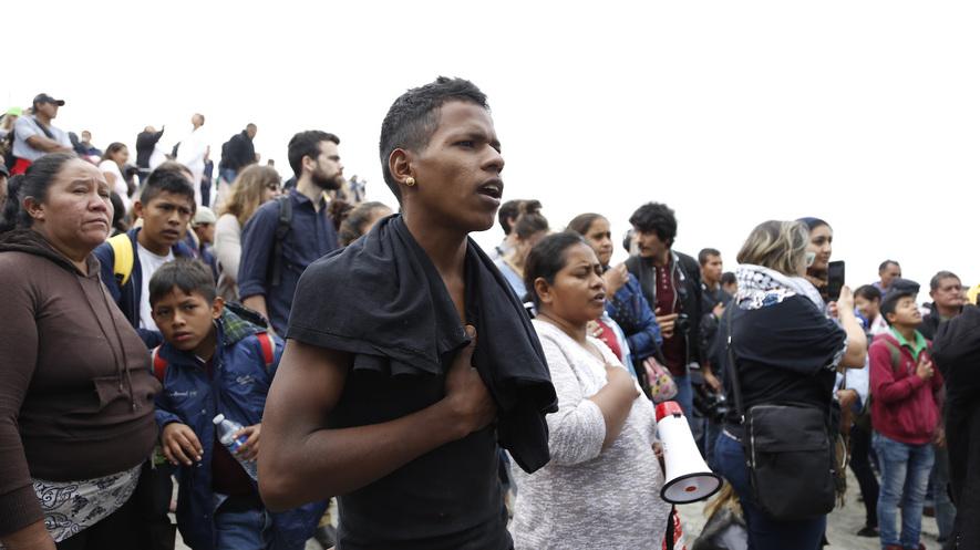 Chomsky: Migrant caravan 'fleeing US-created horrors'