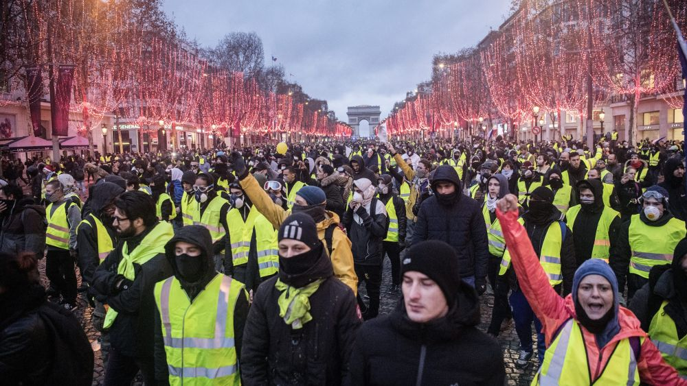 Yellow Vests Movement Spreads As Macron Pushed Onto Back Foot Tries Concessions Green Left